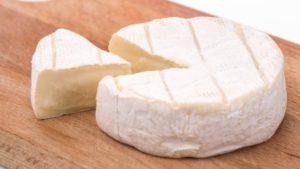 Чем отличаются сыр «Бри» и «Камамбер»
