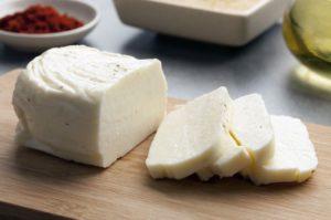 Что собой представляет сыр халуми и как его готовить