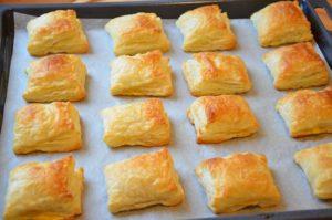 Готовим вкусные слойки с ветчиной и сыром