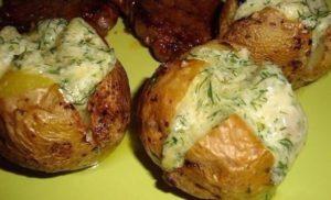 Как можно приготовить картошку в духовке с сыром