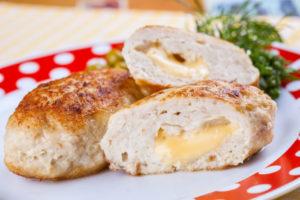 Как можно приготовить куриные котлеты с сыром