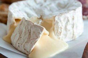 Как правильно нужно подавать и есть сыр Камамбер