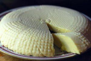 Какие полезные свойства имеет овечий сыр