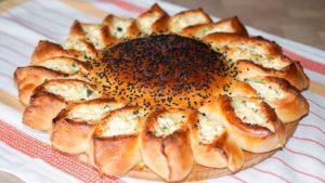 Готовим вкусный пирог «Подсолнух» с мясом и сыром