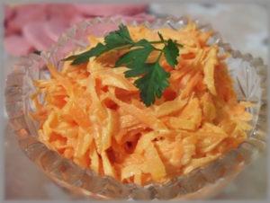 Как можно приготовить морковь с сыром и чесноком