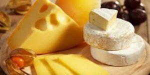 Почему сыр горчит, и можно ли его есть