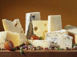 С чем обычно едят сыр с голубой плесенью