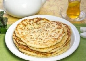 Готовим вкусные лепешки на кефире с сыром на сковороде