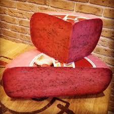 Из чего делают и как едят красный сыр