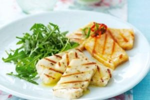 Какой сыр можно жарить на гриле или мангале и как правильно