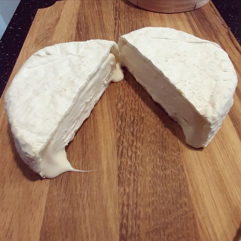 Сыр Камамбер: что за сорт, как и с чем его едят и как приготовить своими руками